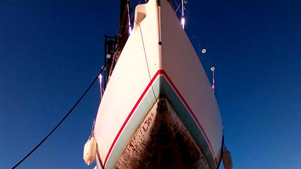 démâtage et sortie d'eau du jpk 10.10 voilier de course